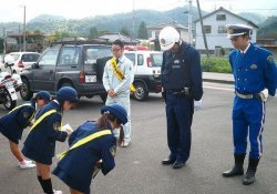 What is the difference between sumimasen and gomennasai? - policia criancas japao 1